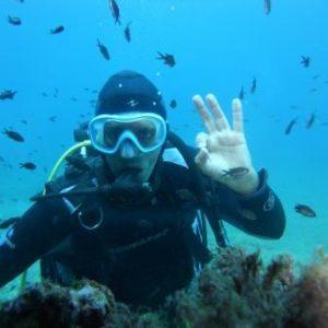 baptême de plongée sous-marine en plonger du bord