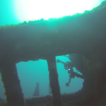 plongée du bord épave de la barge à clapet de Niolon Marseille cote bleue
