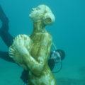 plonger du bord sur la statue de Davide Galbiati